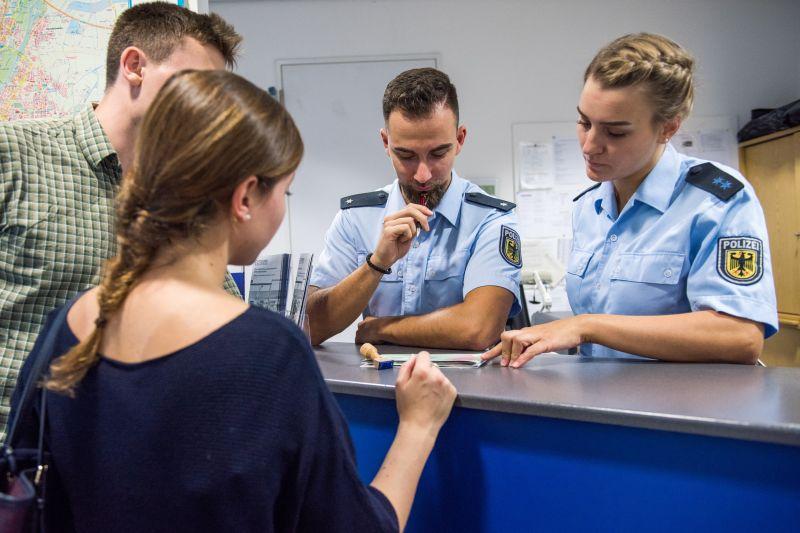 09e7496b40 Endlich geht's in die Sommerferien - Die Bundespolizei möchte, dass Sie  sicher reisen-